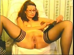 mature lady plays with pussy -..
