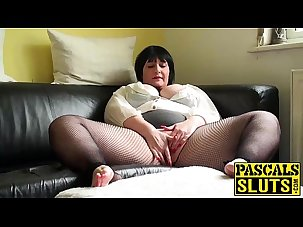 Mature chubby lady pleasuring..