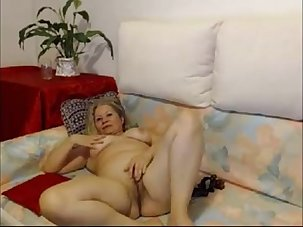 hot mature babe on webcam -..