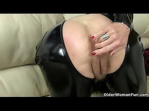 UK milf Christina X finger..